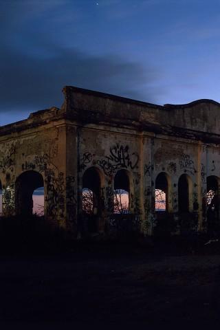 Poolga - Romantic Ruins - Andrés Medina