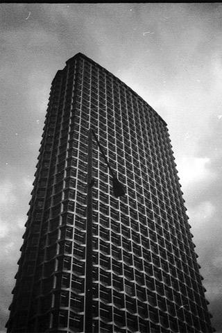 Poolga - Edificio 2 - Pancho Tolchinsky